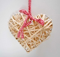 Medium Natural Wicker Heart